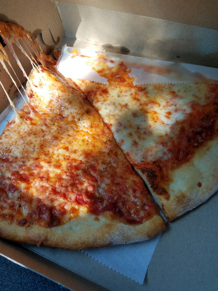 New Yorker Pizza: 828 S King St, Leesburg, VA