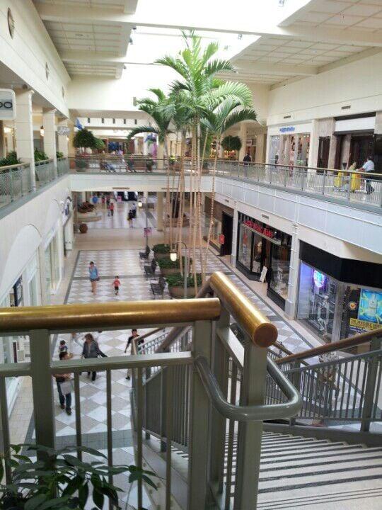 Find Restaurants Near Hillsdale Shopping Center