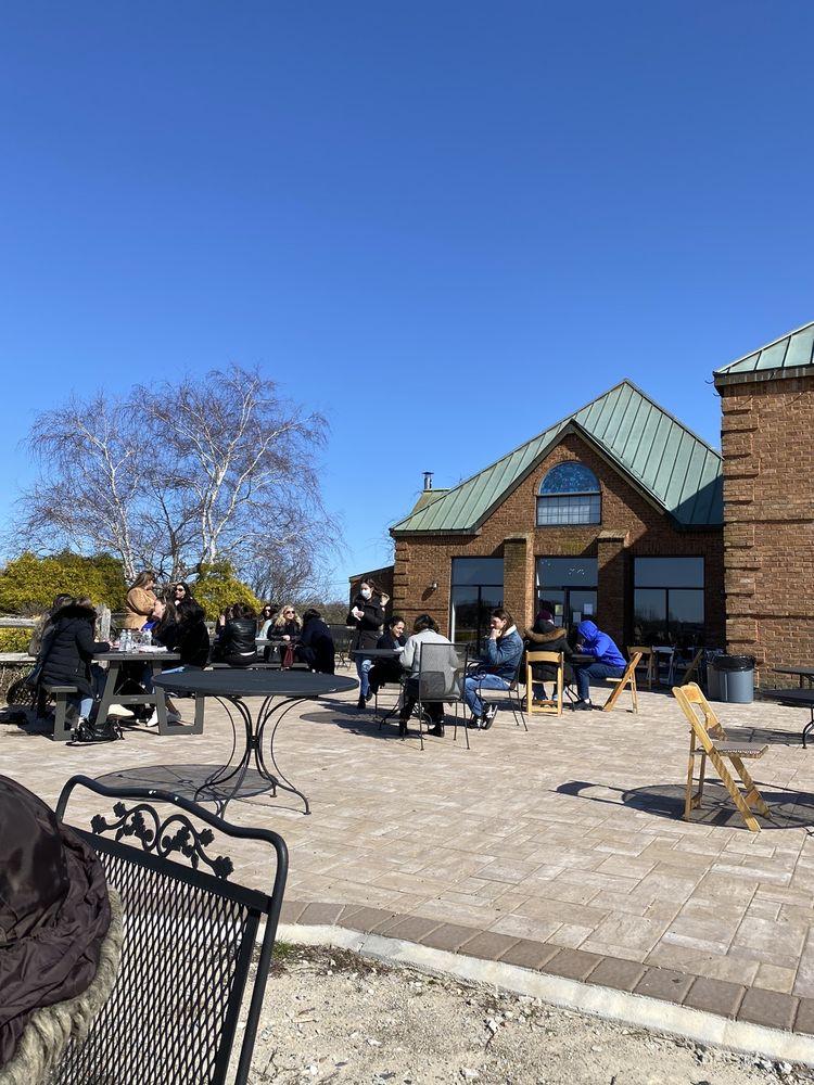 Duckwalk Vineyards: 231 Montauk Hwy, Water Mill, NY