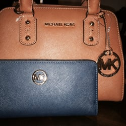 www michael kors outlet dkz8  Photo of Michael Kors Outlet