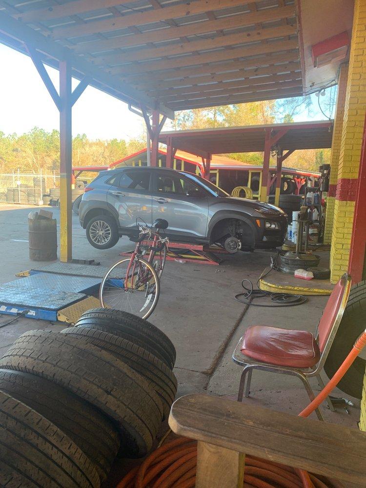 Lewis Murray Tire & Road Service: 3827 N US Hwy 441, Lake City, FL