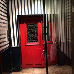 little red door 206 photos 156 reviews cocktail bars 60 rue charlot marais nord paris. Black Bedroom Furniture Sets. Home Design Ideas
