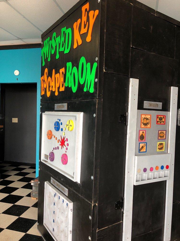 Twisted Key Escape Room: 201 NE Wilshire Blvd, Burleson, TX