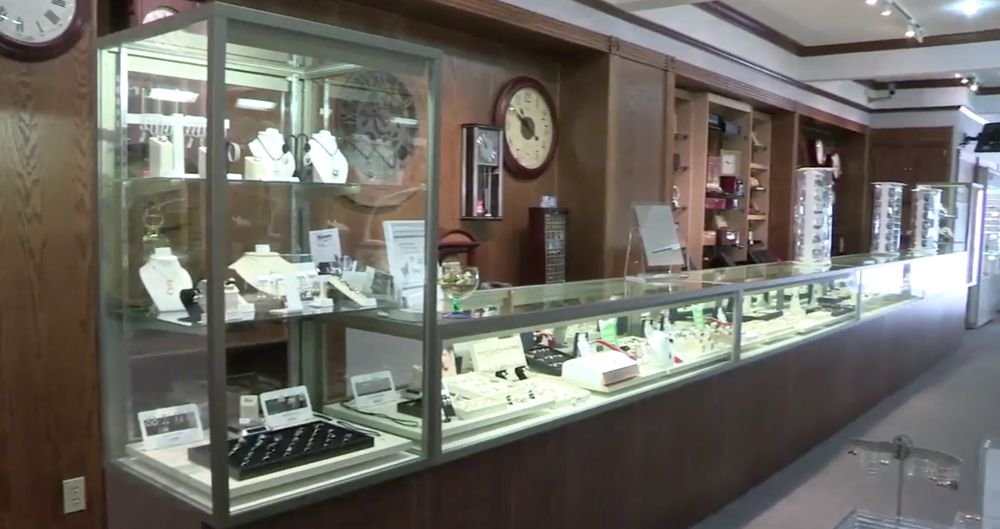 Knappett Jewellers: 219 Main Street S, Newmarket, ON