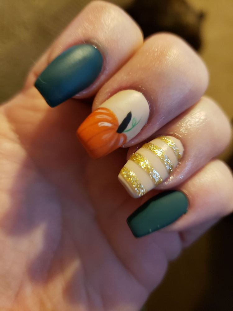 Xpress Nails: 842 Sans Souci Pkwy, Hanover Township, PA