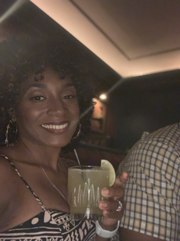 Yelp's Cocktail Society at Willis Show Bar