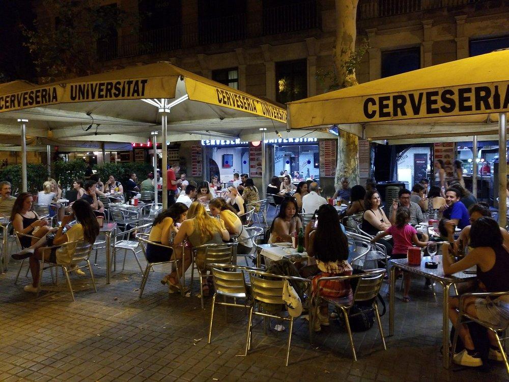 Cerveseria universitat 12 fotos bar pla a de la - Placa universitat barcelona ...