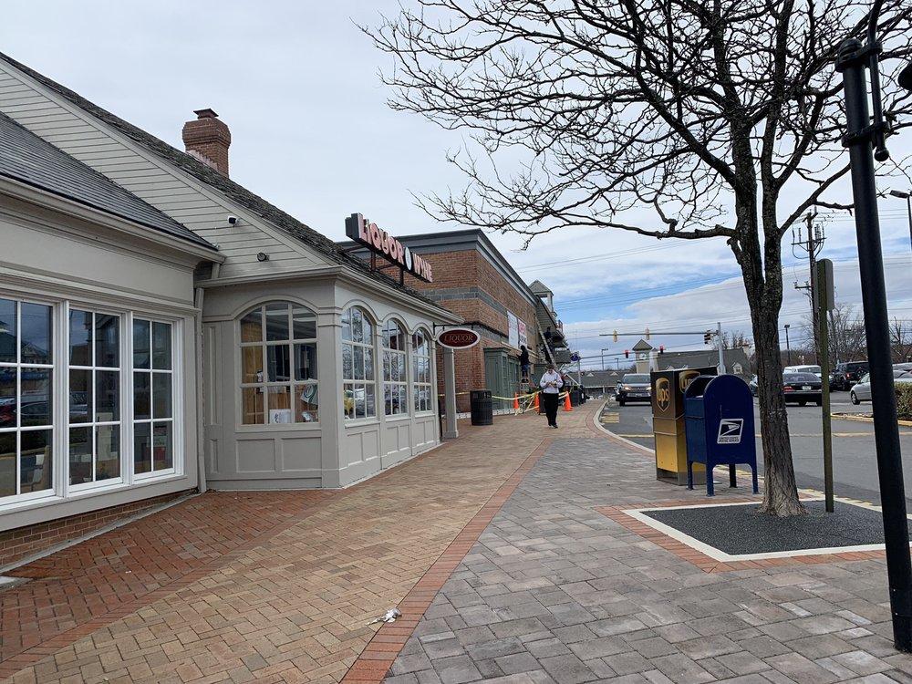 Potomac Village Shopping Center: 9935 Falls Rd, Potomac, MD