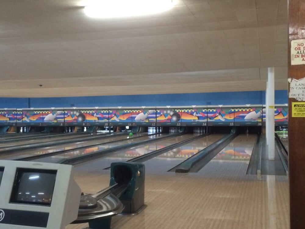 Bowling Center: 1231 S Scott St, Bluffton, IN