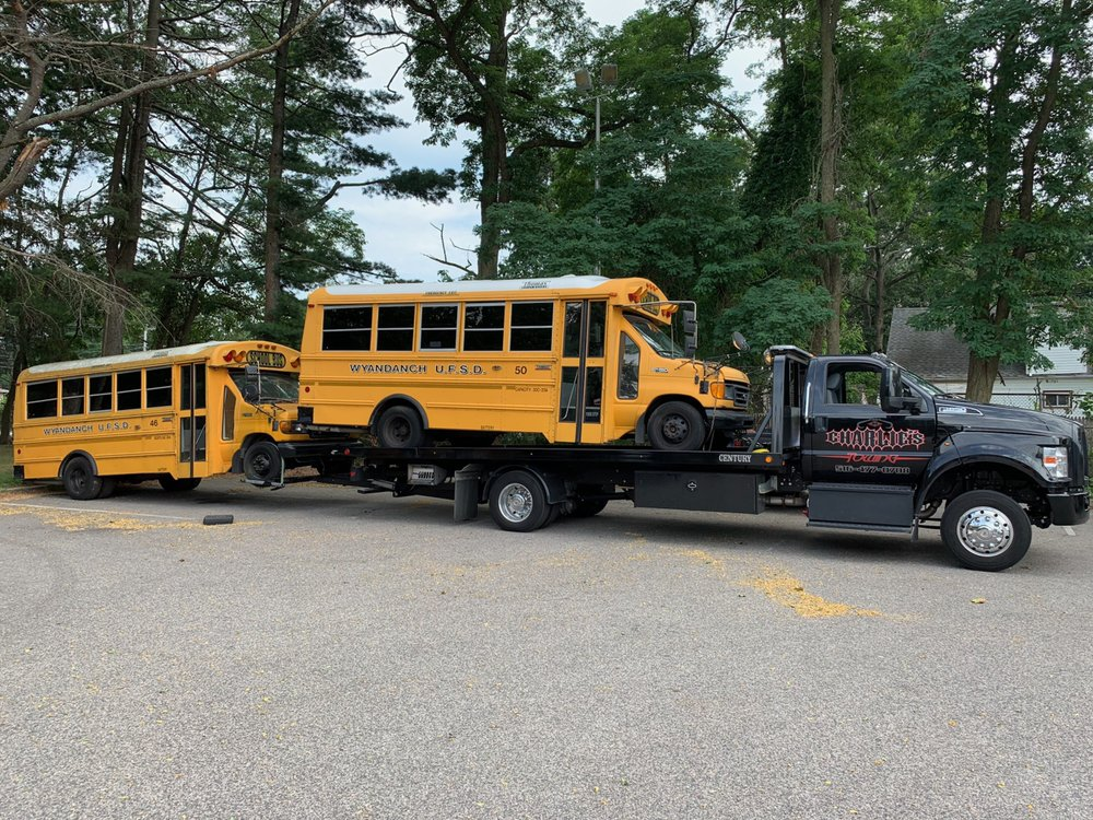 Towing business in Flower Hill, NY