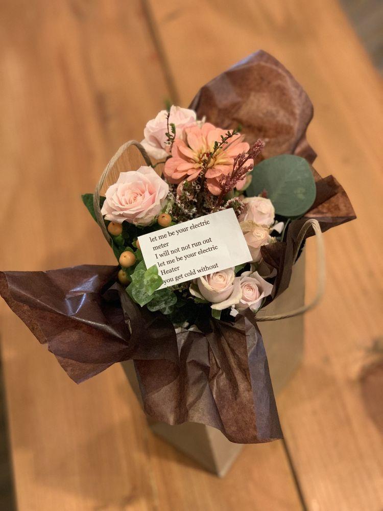 Dandelion Flowers and Gifts: 1548 Webster St, Alameda, CA