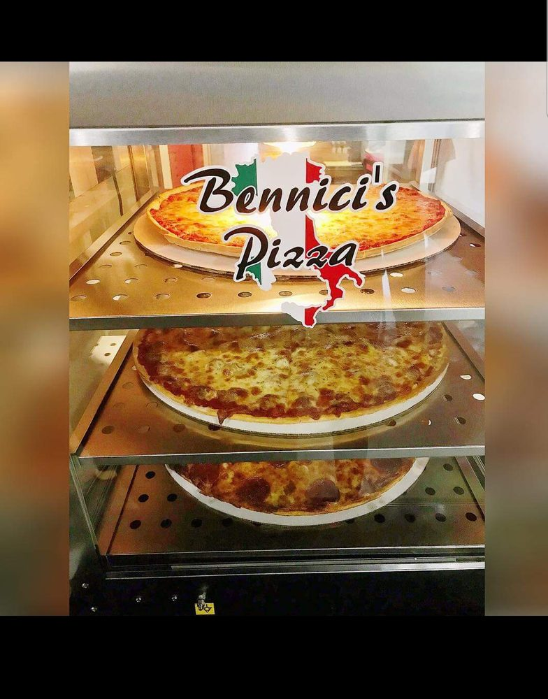 Food from Bennici's Pizza