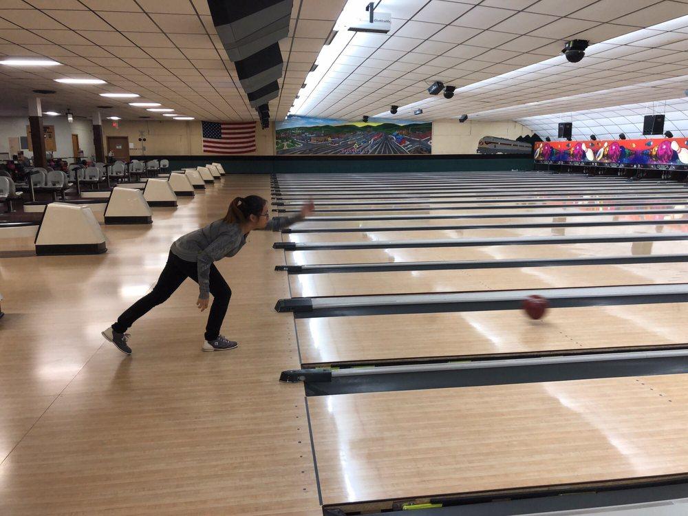 Maple City Bowl: 7580 Seneca Rd N, Hornell, NY