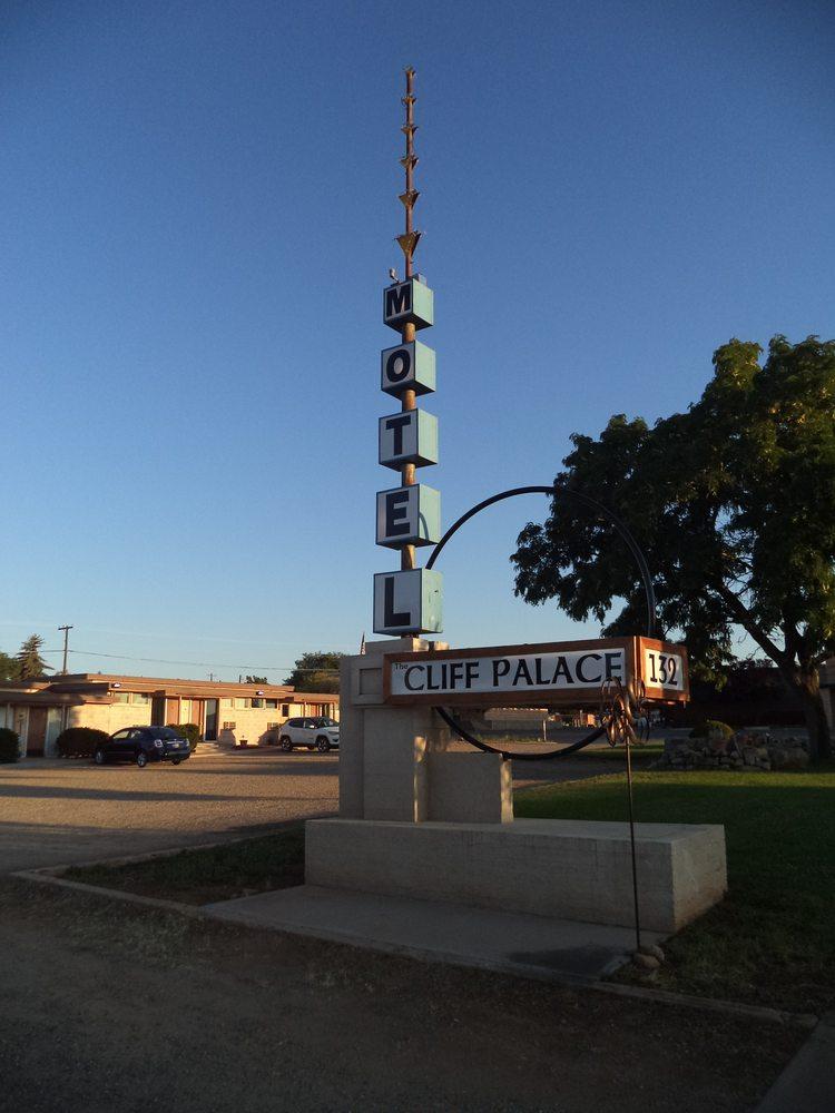 Cliff Palace Motel: 132 S Main St, Blanding, UT