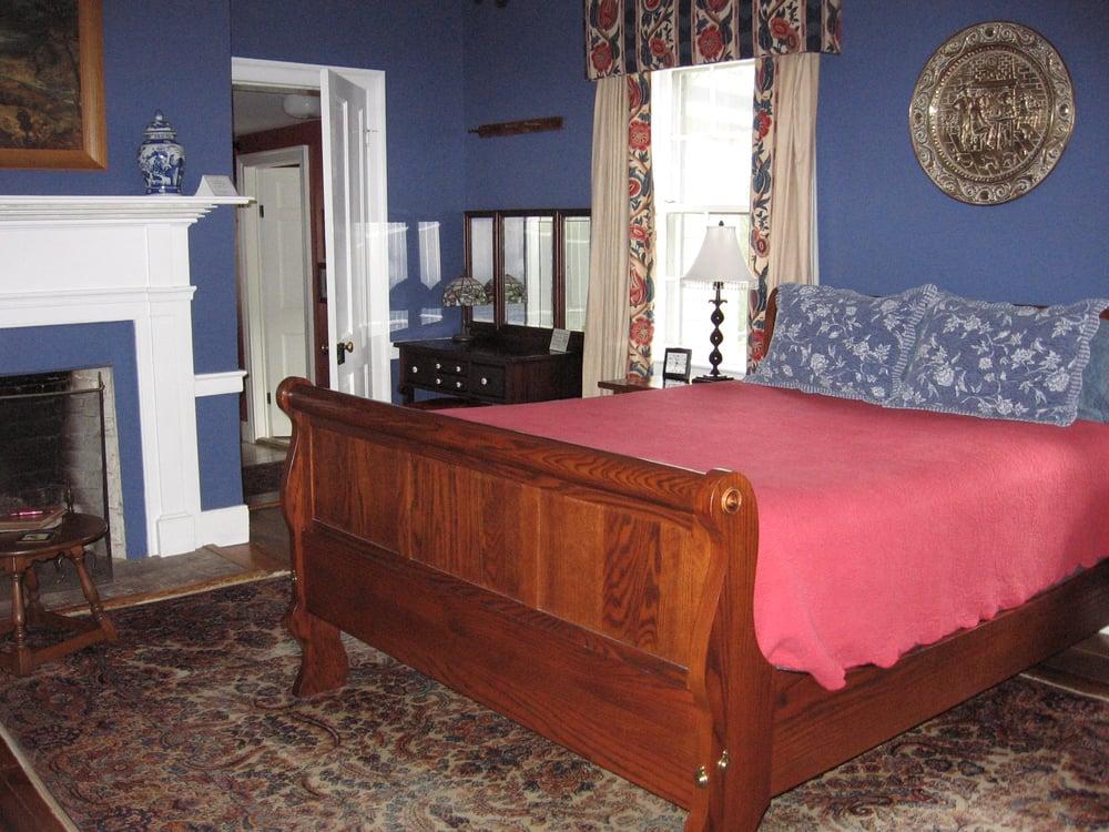 Jackson Rose Bed & Breakfast: 1167 W Washington St, Harpers Ferry, WV