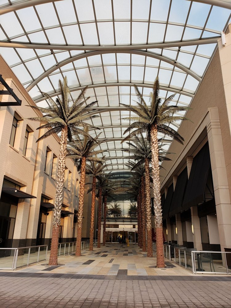 Galleria Dallas: 13350 Dallas Pkwy, Dallas, TX