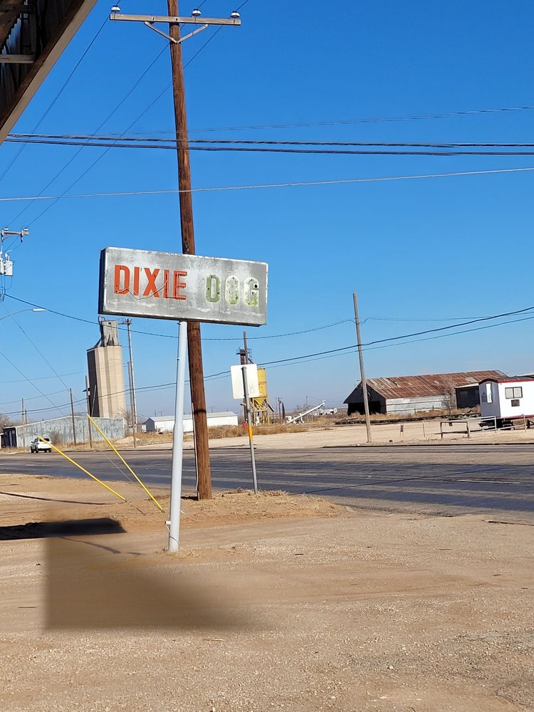Pillow's Dixie Dog: 801 Railroad Ave, Seagraves, TX