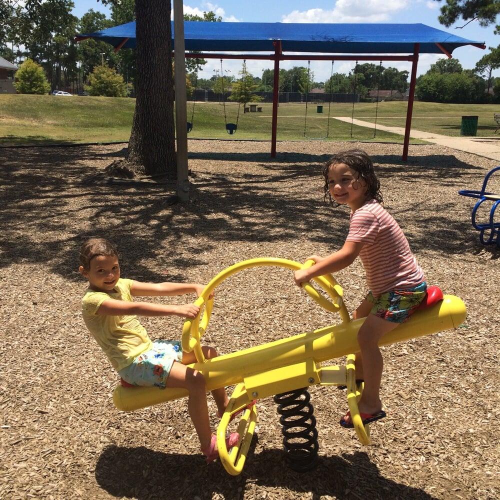 Rogers Park: 6400-6548 Gladys Ave, Beaumont, TX