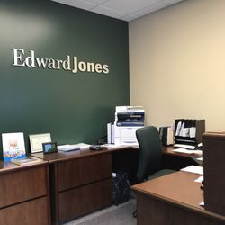 Photo Of Edward Jones   Financial Advisor: Stephen Steele   Clayton, MO,  United