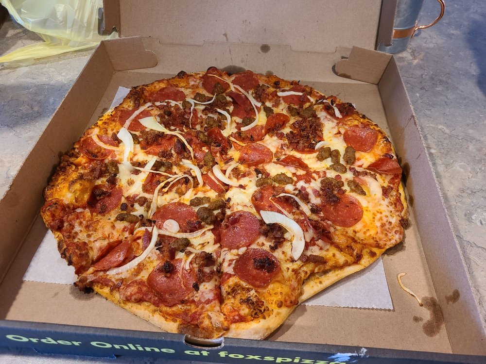 Fox's Pizza Den: 1644 B Valley Rd, Berkley Springs, WV