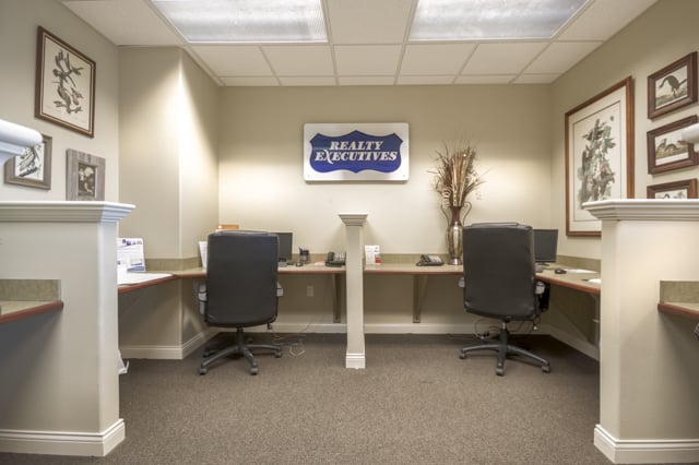 Realty Executives By Realty Choice: 806 W Battlefield Rd, Springfield, MO