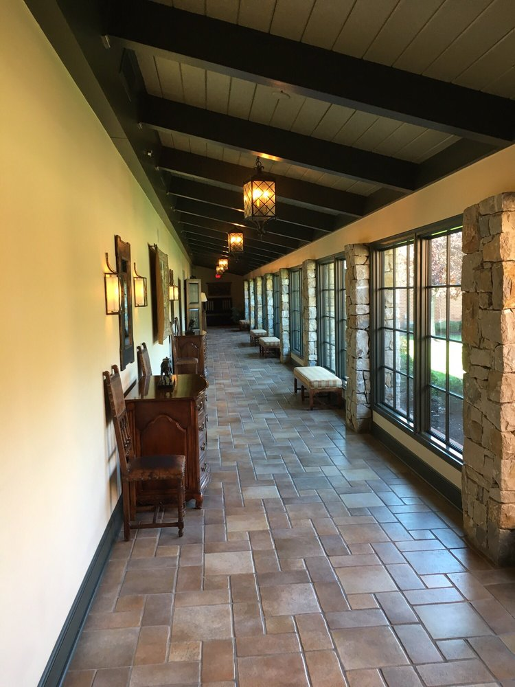 Indian Hills Country Club House: 6847 Tomahawk Rd, Mission Hills, KS