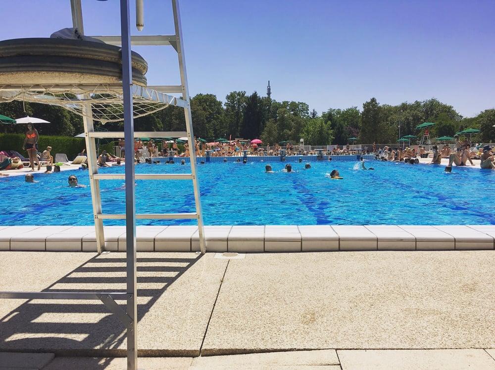 Piscine de charbonni res swimming pools ave du casino for Piscine near me