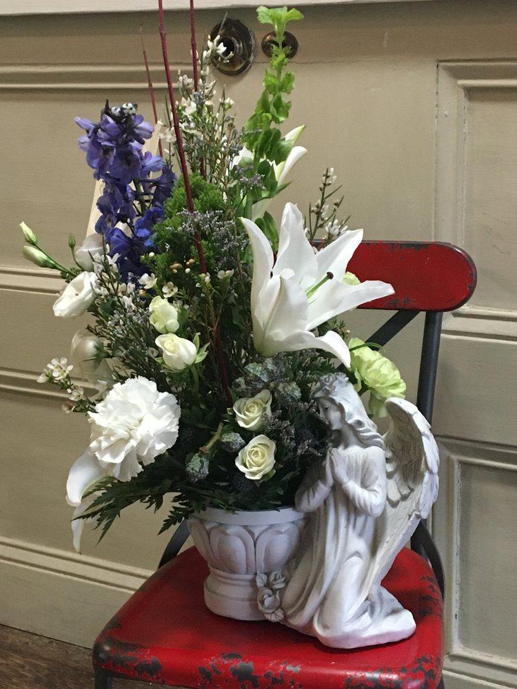 The Flower Pot: 129 N Columbus St, Lancaster, OH