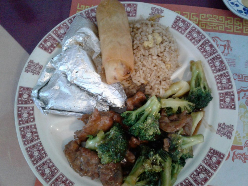 Photo of Mandarin Garden - Sebastian, FL, United States. Chicken in paper with meat and broccoli. Very good.