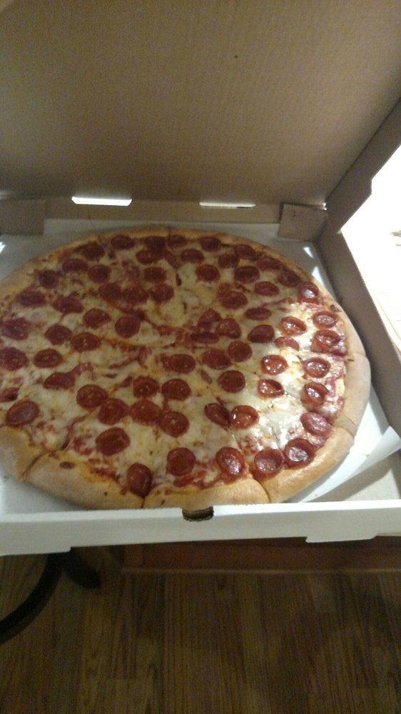 Susie Q's Pizza & Subs: 4067 New Cumberland Rd NE, Mineral City, OH