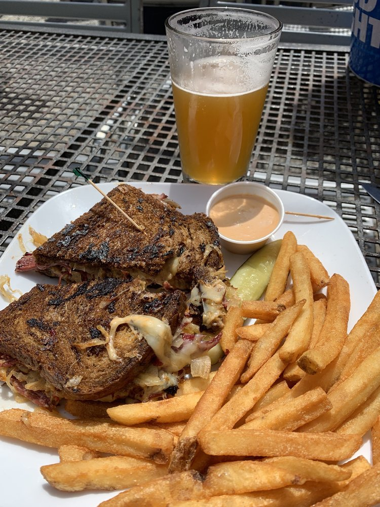 Conway Pub and Eatery: 18611 Main St, Conway, WA