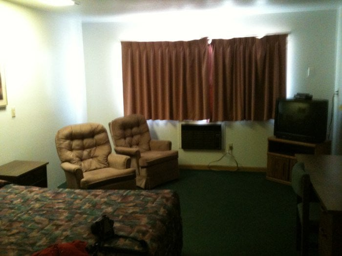 Syracuse Inn: 612 W Highway 50, Syracuse, KS
