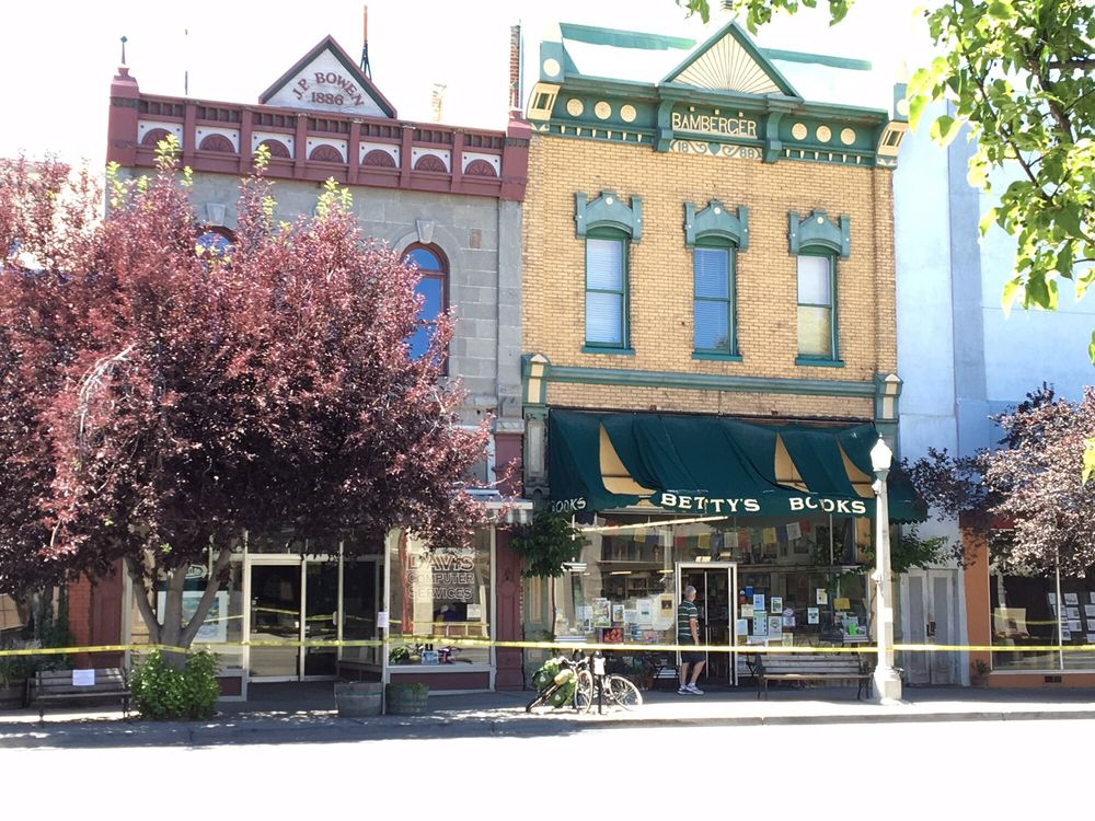 Betty's Books: 1813 Main St, Baker City, OR