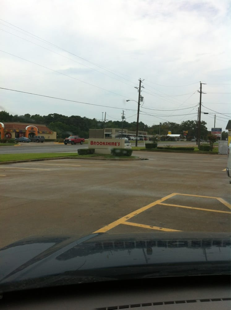 Brookshire's: 703 Hwy 31 E, Chandler, TX