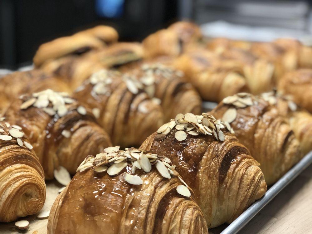 Fresh Baked Cafe: 114 W Wisconsin, Oconomowoc, WI