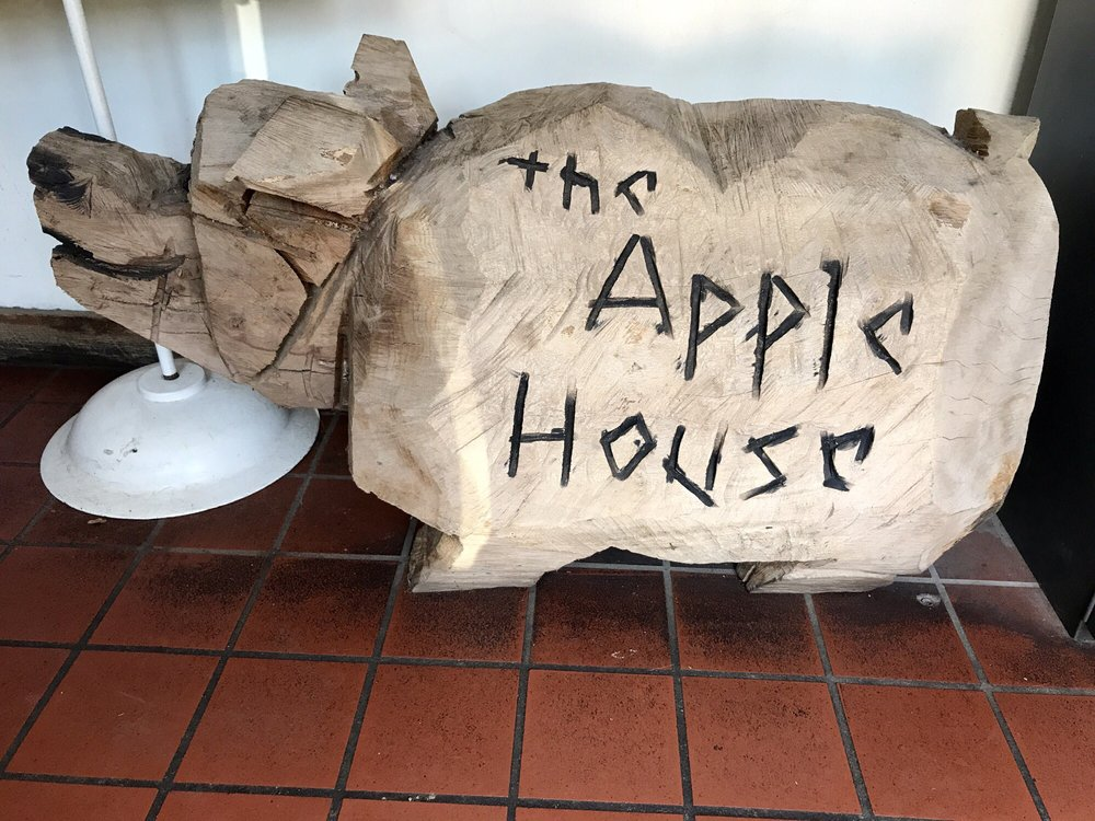 The Apple House: 4675 John Marshall Hwy, Linden, VA