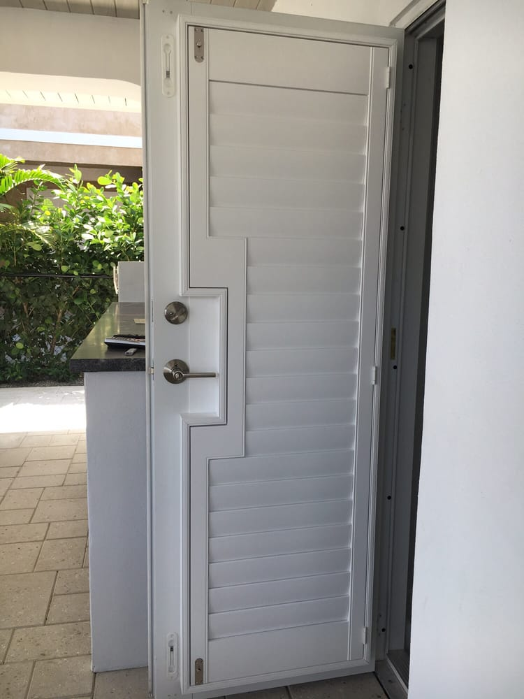 3 1 2 Quot Louver Plantation Shutter On A French Door With