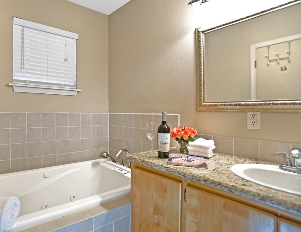Blanco Riverside Cottages: 20 Main St, Blanco, TX