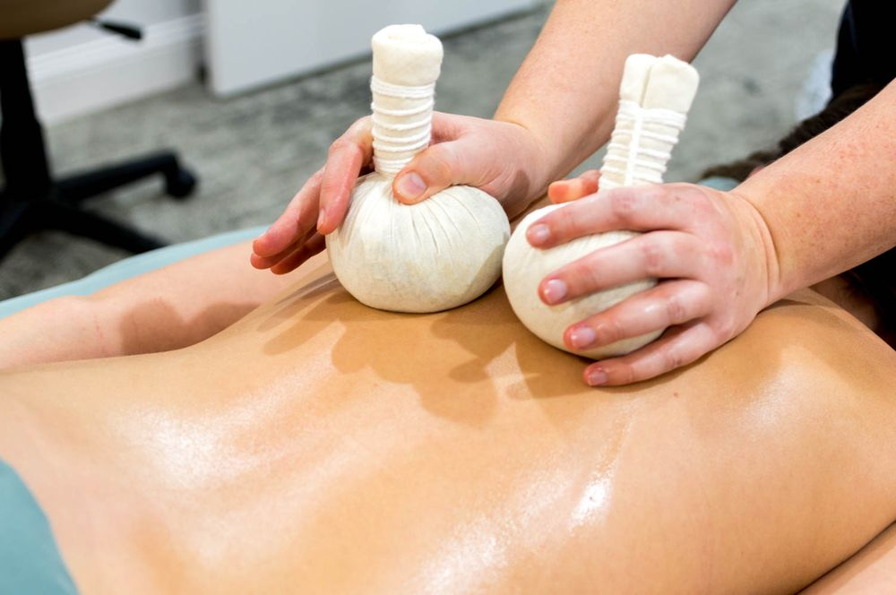 Essential Massage & Spa: 209 E Franklin St, Bloomfield, IA