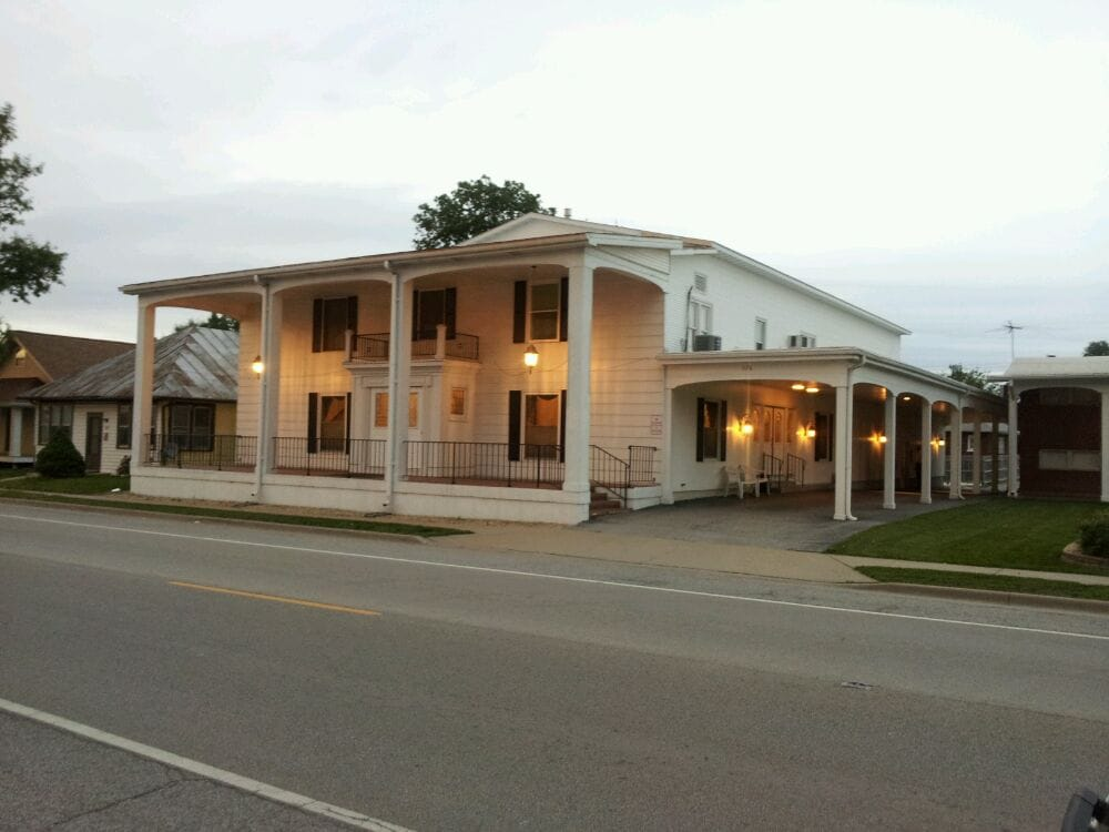 Dashner Leesman Funeral Home: 326 S Main St, Dupo, IL