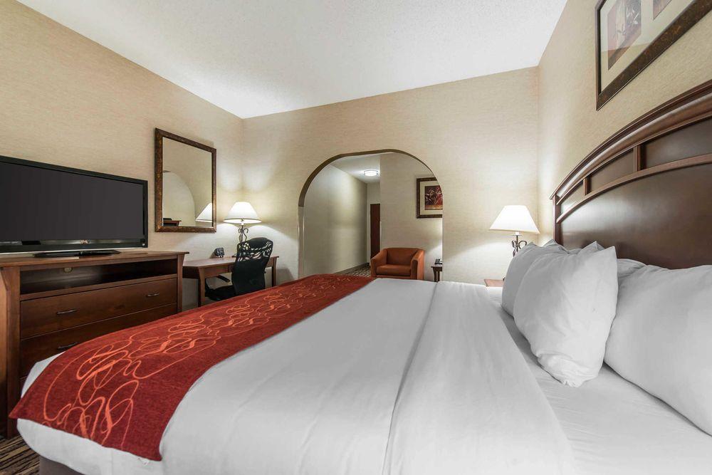 Comfort Suites Golden West on Evergreen Parkway: 29300 US Hwy 40, Evergreen, CO
