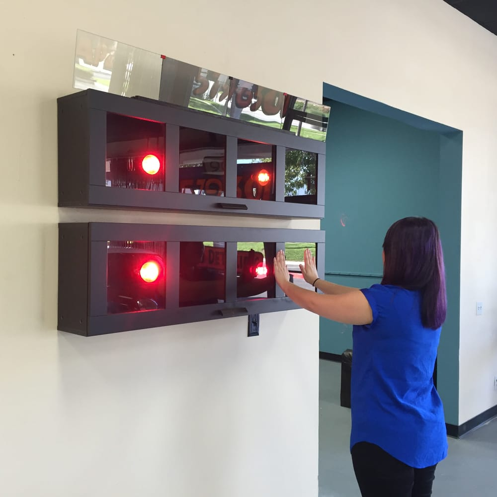 Window Tint Display With Heat Lamps Feel The Difference