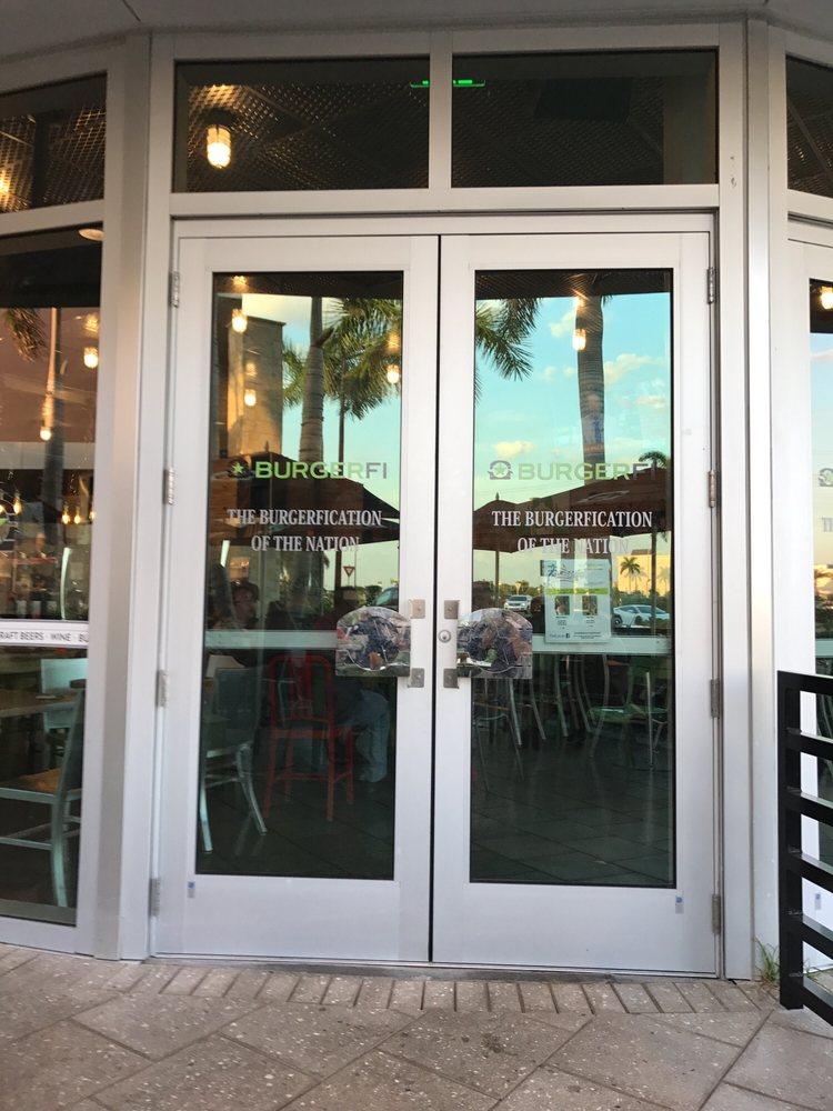 Burgerfi 79 Photos 140 Reviews Hot Dogs 257 N Cattlemen Rd