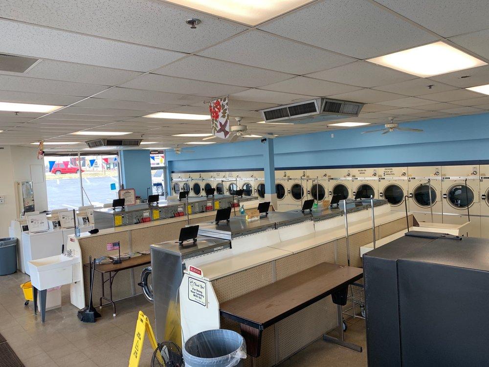 Laundry Luke's - St. Peters Laundromat: 3004 S Saint Peters Pkwy, Saint Peters, MO
