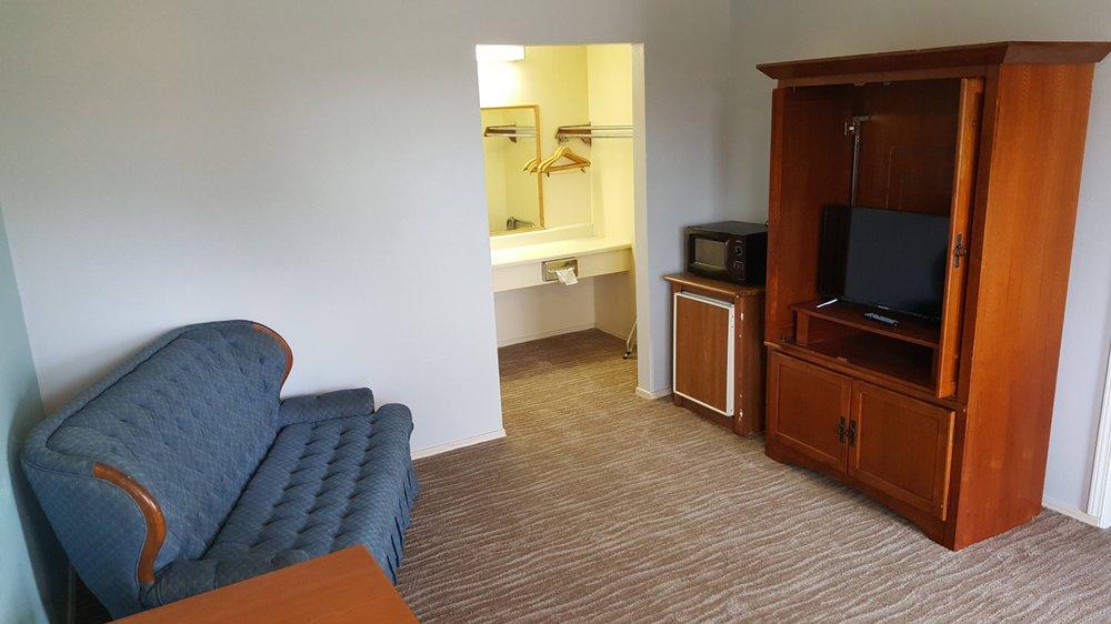 Lakeway Inn: 107831 OK-150, Checotah, OK