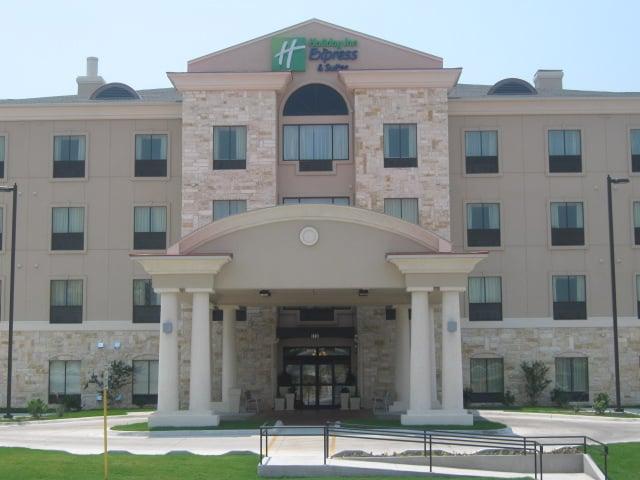Holiday Inn Express & Suites Del Rio: 2410 N Bedell Ave, Del Rio, TX