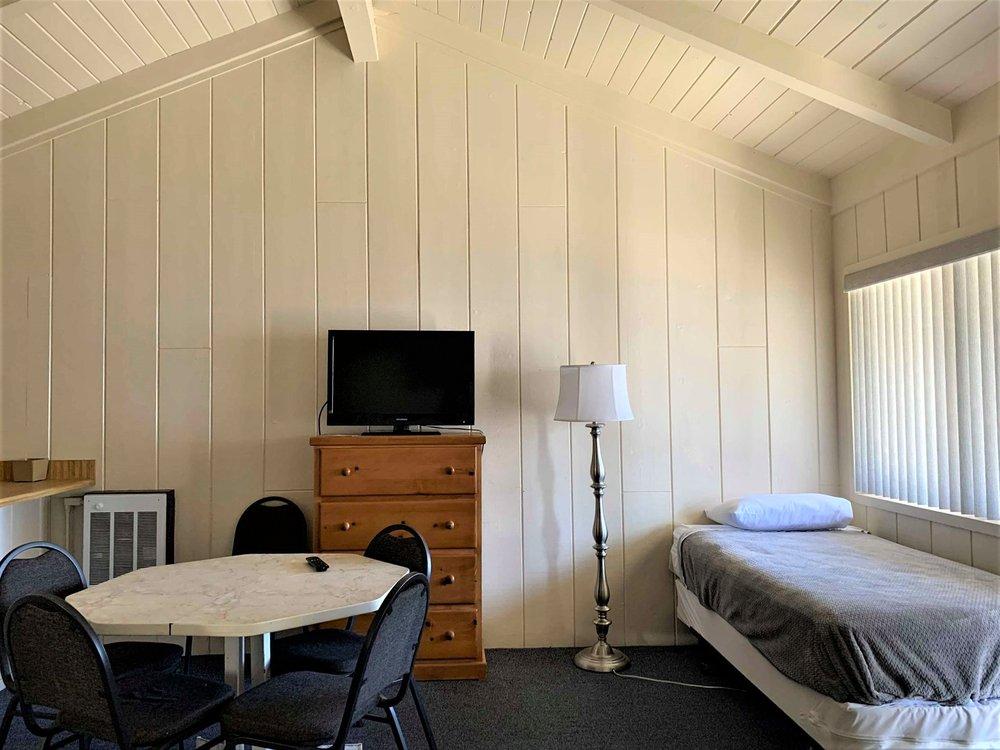 Bristlecone Motel: 101 N Main, Big Pine, CA