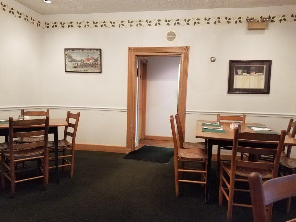 Hammel House Inn: 121 South Main St, Waynesville, OH