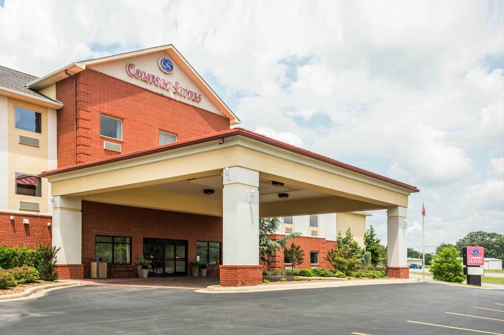 Comfort Suites: 1227 N. St. Louis Street, Batesville, AR