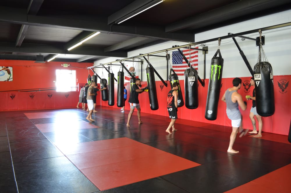 Shiv Naresh Teens Boxing Gloves 12oz: Muay Thai Kickboxing Class Doing Some Heavy Bag Work